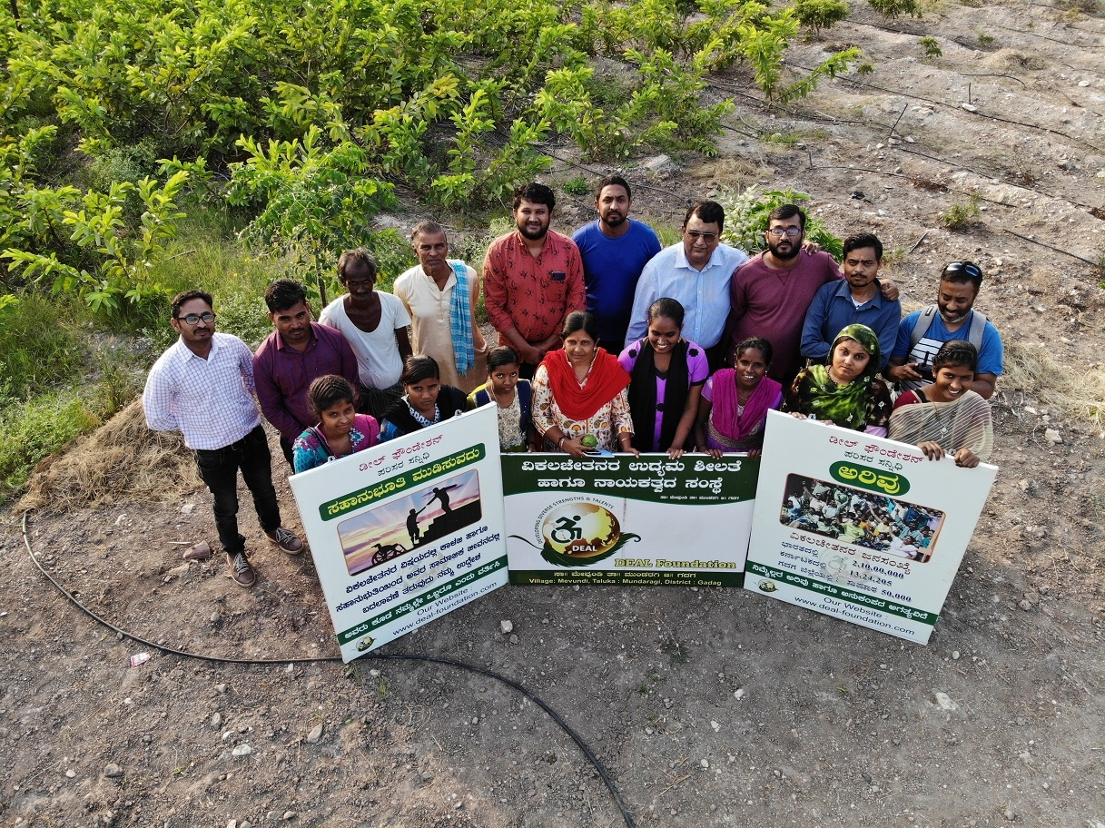DEAL Foundation team along with banners Mevundi Gadag district. 27 April, 2020. 13:37.